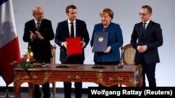 Лидерите на Германија и на Франција, Ангела Меркел и Емануел Макрон, денеска во Ахен потпишаа нов договор за француско-германска соработка