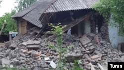 Turan informasiya agentliyinin Zaqatalada zəlzələdən dağılmış evdən fotosu. 7 may 2012-ci il.