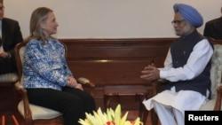 Американскиот државен секретар Хилари Клинтон и индискиот премиер Манмохан Синг, Њу Делхи, 07.05.2012.