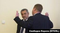 Лидерът на НФСБ Валери Симеонов разкритикува промените, защото са насочени подчертано към ромите.