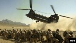 Гелманд провинциясында жүрген Ұлыбритания әскери ұшағы. Ауғанстан, 30 қазан 2009 жыл. (Көрнекі сурет)