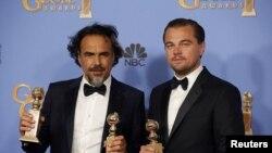 Алехандро Иньярриту жана Леонардо Ди Каприо сыйлык тапшыруу аземинде. 11-январь.2016-ж.