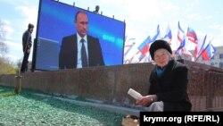 Пряма трансляція програми «Пряма лінія з Володимиром Путіним» на площі Леніна в Сімферополі, 16 квітня 2015 року