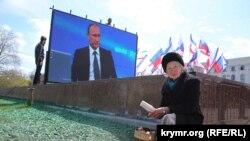 Трансляция «Прямой линии с Владимиром Путиным» на площади Ленина в Симферополе, 16 апреля 2015 года