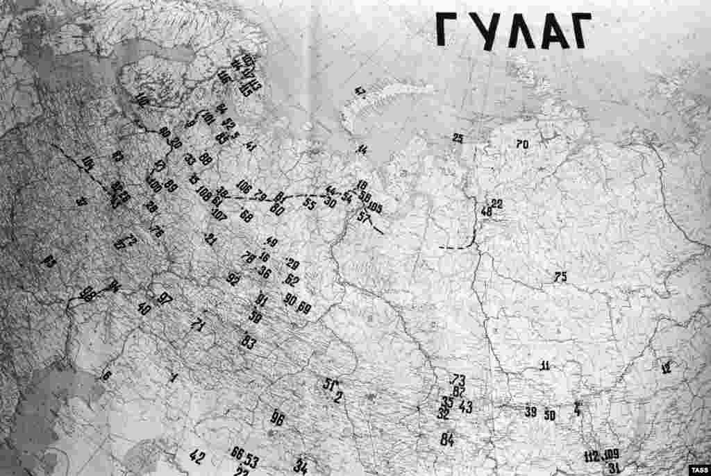 A map of the U.S.S.R. with Gulag camp locations marked