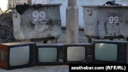 Turkmenistan -- TV's are in garbage in Ashgabat, 16Feb2013