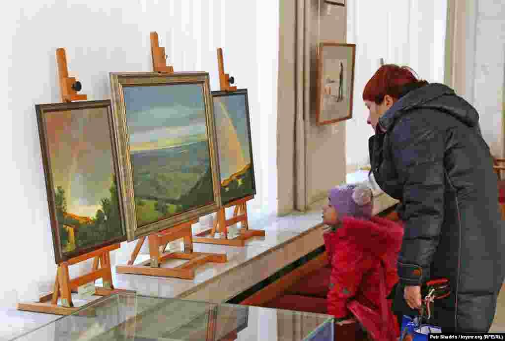Батьки привчають своїх дітей до мистецтва з раннього віку