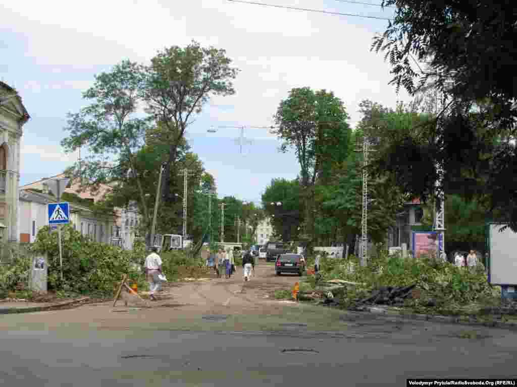 Колись одна із найзеленіших вулиць Сімферополя тепер майже без дерев