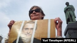 A sympathizer of Mikhail Khodorkovsky holds a sign of support during a Moscow rally on June 26, his 49th birthday.