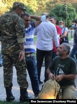 Добровольцы в Ереване, 27 сентября 2020 года