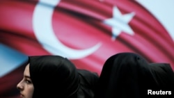 Pristalice turskog predsednika na protestima u Istanbulu, ilustrativna fotografija