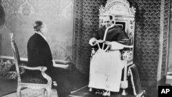 Пий XII принимает специального посла США Мирона Тэйлора, доставившего письмо от президента США Франклина Рузвельта, 27 февраля 1940 года.