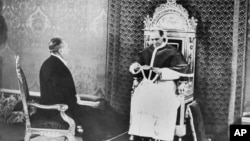 Пій XII приймає спеціального посла США Мірона Тейлора, що привіз листа від президента США Франкліна Рузвельта, 27 лютого 1940 року