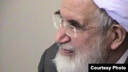 این کپمین از حسن روحانی، رئیسجمهوری ایران، خواسته است برای آزادی او و نیز زهرا رهنورد و میرحسین موسوی، دیگر چهرههای سرشناس معترض در حصر، تلاش کند