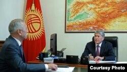 Солдон оңго: Орозбек Молдалиев, Алмазбек Атамбаев.
