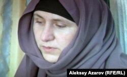 Сирияға кеткен 16 жасар қыздың анасы. «В поисках веры» фильмінен көрініс.