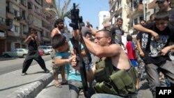 Libanezii celebrează reuşita atacului împotriva celor patru lideri sirieni.