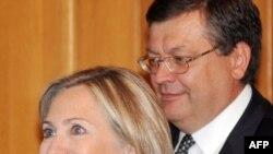 Архівна фотографія. Держсекретар США Гілларі Клінтон і міністр закордонних справ України Костянтин Грищенко, 2 липня 2010 року