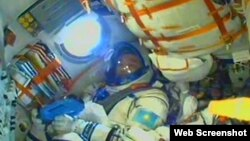 Қазақстандық ғарышкер Айдын Айымбетов ғарыш кемесінде. 2 қыркүйек 2015 жыл.