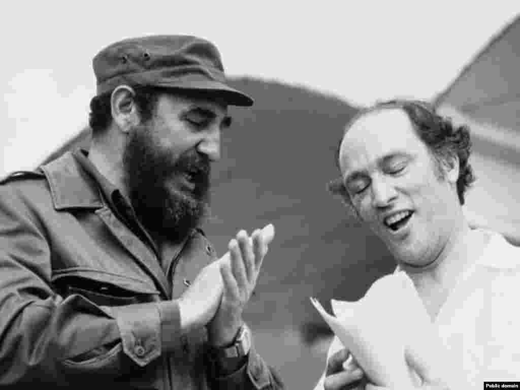 کاسترو و پیر ترودو، نخست وزیر سابق کانادا. تاریخ عکس مشخص نیست.