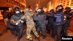 Украина - Киевехь дуьхьалонан акцин декъашхой дIалоьцуш бу полисхой а, Къоман гвардин эскархой а,Чилл. 19, 2017