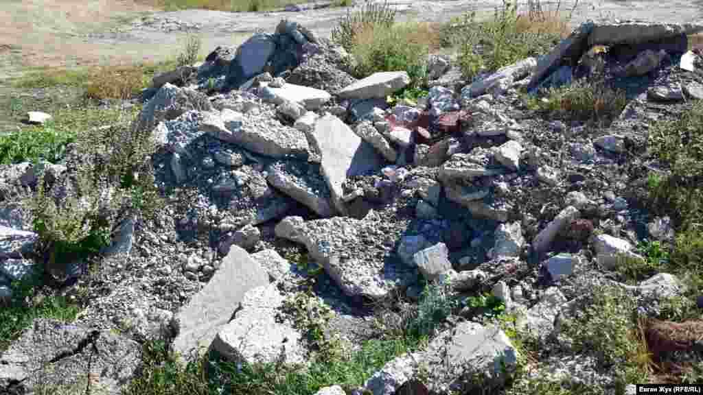 Строительный мусор возле Павловки