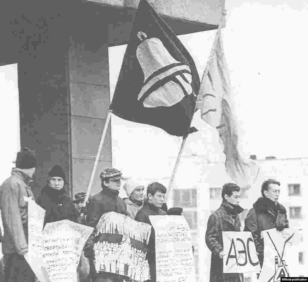 Решение о возведении в Татарии атомной электростанции вызвало решительный протест её жителей. Пикеты проходили вплоть до первой сессии Верховного Совета, на которой было принято решение о прекращении строительства.