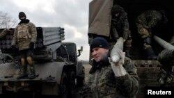 """Украина әскери күштерінің """"Град"""" артиллериялық кешені. Дебальцево, Украина, 8 ақпан 2015 жыл."""