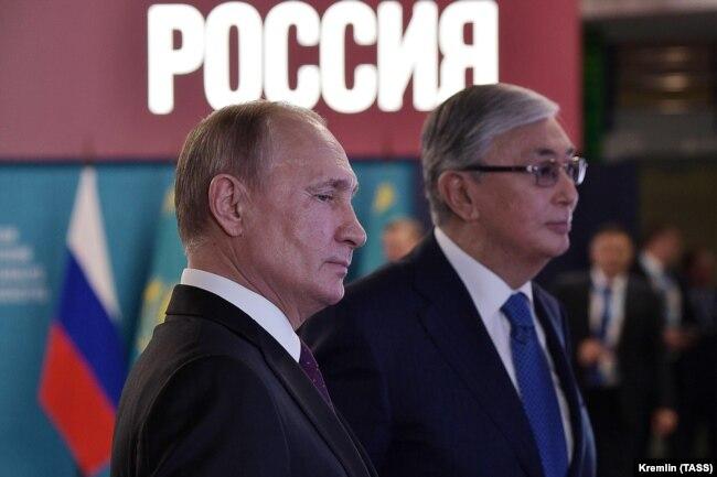 Ресей президенті Владимир Путин және Қазақстан президенті Қасым-Жомарт Тоқаев аймақтық ынтымақтастық форумында. Омбы, 7 қараша 2019 жыл.