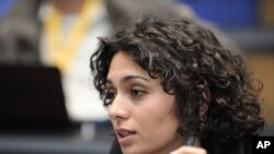 Iranian actress, filmmaker, and blogger Pegah Ahagarani speaking during a Deutsche Welle event in Bonn ahead of the June 2009 election.