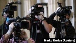 Slučajevi pretnji, zastrašivanja i nasilje nad novinarima i dalje su izvor ozbiljne zabrinutosti, ocenjeno je u izveštaju Evropske komisije iz oktobra (fotografija sa jedne od konferencija za novinare u Srbiji)