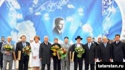 2010 елгы Тукай бүләге ияләре һәм хакимият вәкилләре, Казан, 30 август 2010 ел