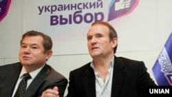 Радник президента Росії Володимира Путіна Сергій Глазьєв (л) і Віктор Медведчук
