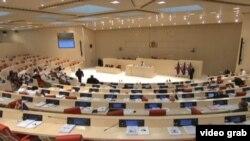 В грузинском парламенте сетуют не только на то, что депутаты срывают кворум, но и на участившиеся случаи бойкотирования заседаний парламентариями