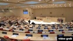 Ничто сегодня не предвещало бури на пленарном заседании грузинского парламента. Депутаты намеревались рассмотреть ряд поправок в Кодекс о тюремном заключении, жарких дебатов по которым не предвиделось