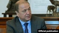 Мелис Турганбаев в бытность министром внутренних дел Кыргызстана.