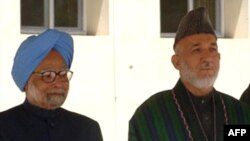 Премьер-министр Индии Манмохан Сингх (слева) и президент Афганистана Хамид Карзай