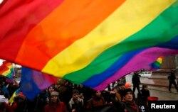 """ЛГБТ-активисты на """"Марше против ненависти"""" в Санкт-Петербурге, 2 ноября 2014-го года"""