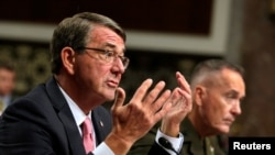 U.S. Defense Secretary Ash Carter (left) and Chairman of the Joint Chiefs of Staff Joseph Dunford testify before a Senate Armed Services Committee in Washington on September 22.