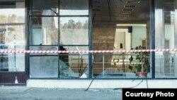 Разбитые стекла витрин в Челябинске