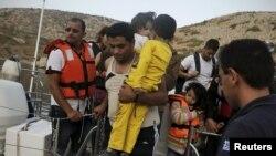 Грекия жағалауларына келген сириялық босқындар.