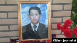 Портрет 12-летнего Жонибека Хамракулова в день его похорон.
