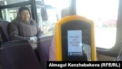 Терминал электронной оплаты проезда в общественном транспорте Алматы. 4 ноября 2015 года.