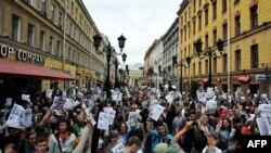 Սանկտ Պետերբուրգ -- Ալեքսեյ Նավալնիի կողմնակիցները բողոքի ակցիա են անցկացնում, 18-ը հուլիսի, 2013