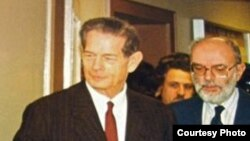 Regele Mihai și fostul director al departamentului românesc al postului de radio Europa Liberă la Munchen în 1990.