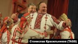 Ռուսաստան - Մորդովիայի նախագահ Վլադիմիր Վոլկովը եւ ֆրանսիացի դերասան Ժերար Դեպարդյեն Սարանսկում, 6-ը հունվարի, 2013թ.