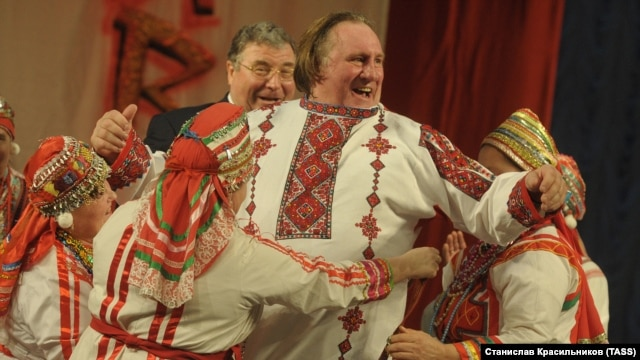 Liderul Mordoviei, Vladimir Volkov și Gérard Depardieu costumat la Saransk