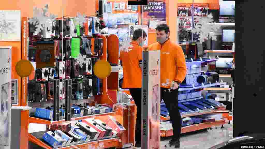 Консультанти в магазині електроніки