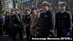 Начальник Института ВМС НУ «Одесская морская академия» капитан 1 ранга Петр Гончаренко (второй справа)