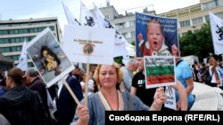 Supporters of the Vazrazhdane party protested against the government, vaccines, and 5G technology.